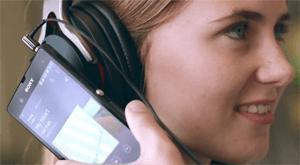 Технология NFC позволяет с лёгкостью устанавливать связь с другими NFC-совместимыми устройствами.