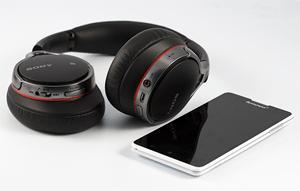 MDR-10RBT имеет возможность работать в паре с любым современным смартфоном или планшетом.