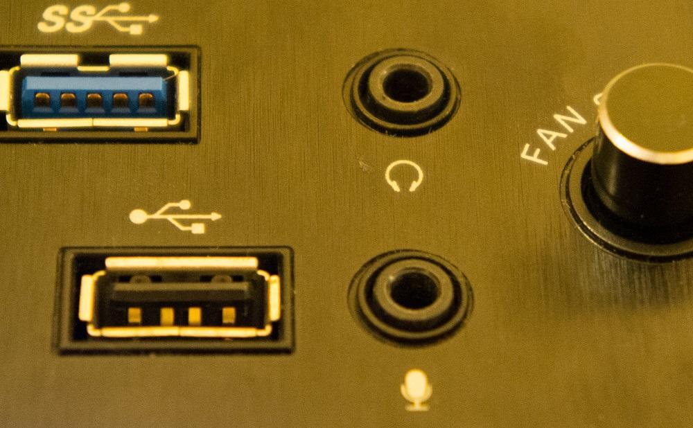 Передняя панель компьютера для подключения наушников и микрофона