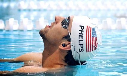 Майкл Фелпс (Michael Phelps) также был сфотографирован с водонепроницаемыми наушниками H20 Audio