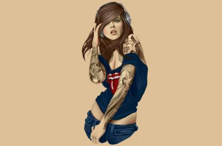 Девушка в наушниках для планшета