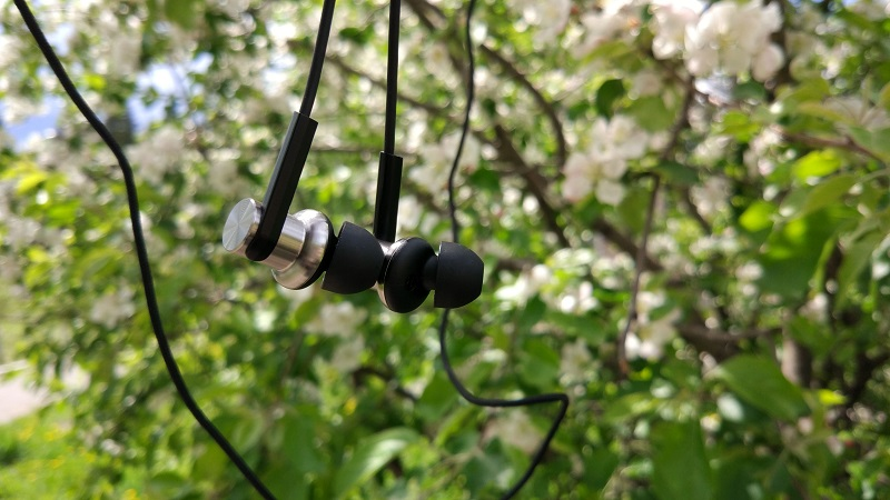 Внутриканальные гибридные наушники Xiaomi Mi In-Ear Headphone Pro