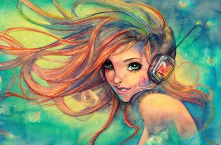Девушка в геймерских наушниках с микрофоном