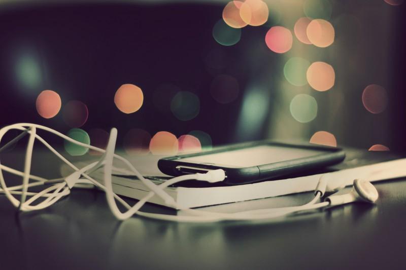 Наушники вкладыши с телефоном