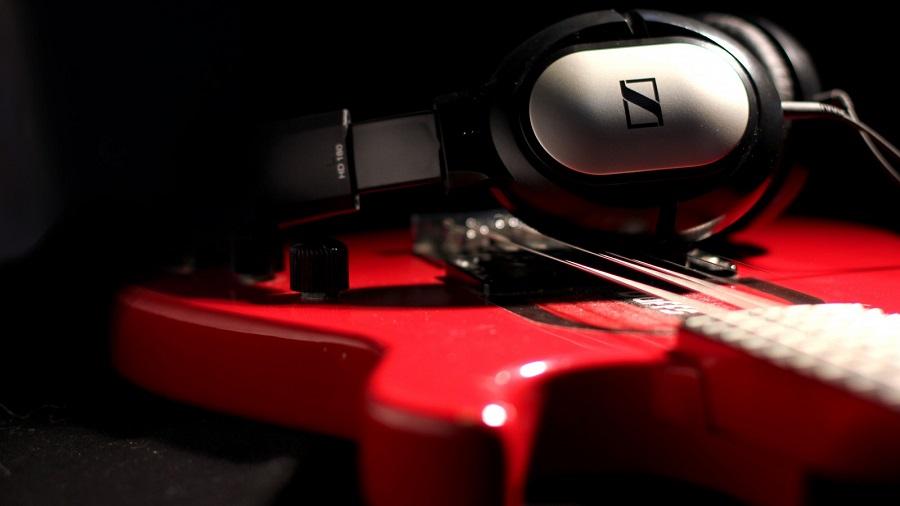 Наушники для игры на гитаре Sennheiser HD 180 с длинным проводом