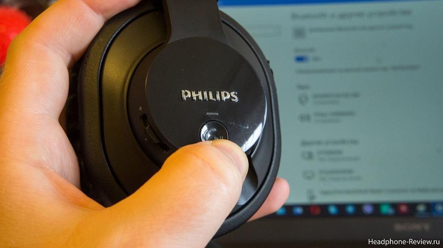 Кнопка включения беспроводного режима у наушников Philips SHB7150