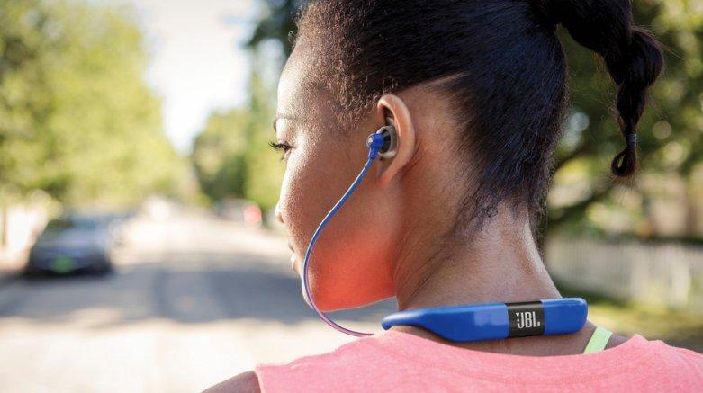 Bluetooth наушники не подключаются к телефону и он их не видит