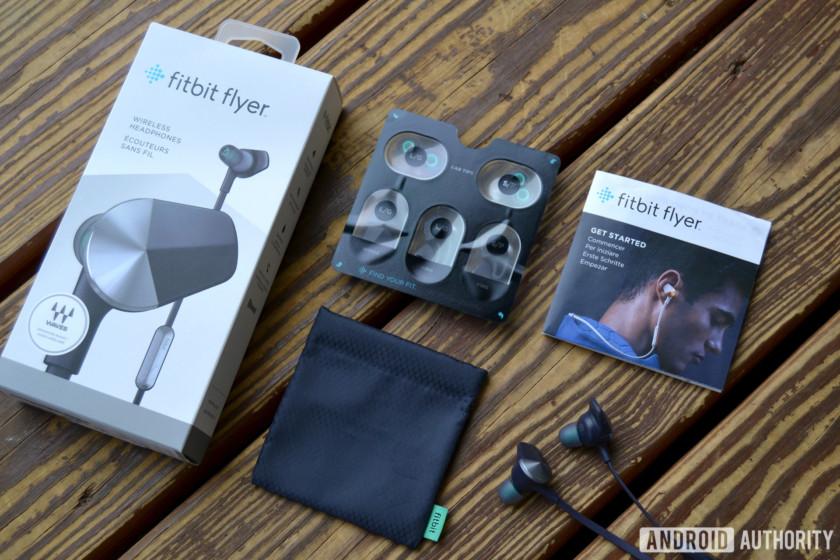 Беспроводные спортивные наушники Fitbit Flyer