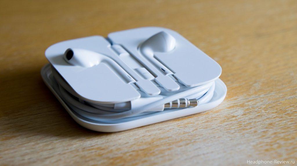 Наушники EarPods в своём родном кейсе от Apple