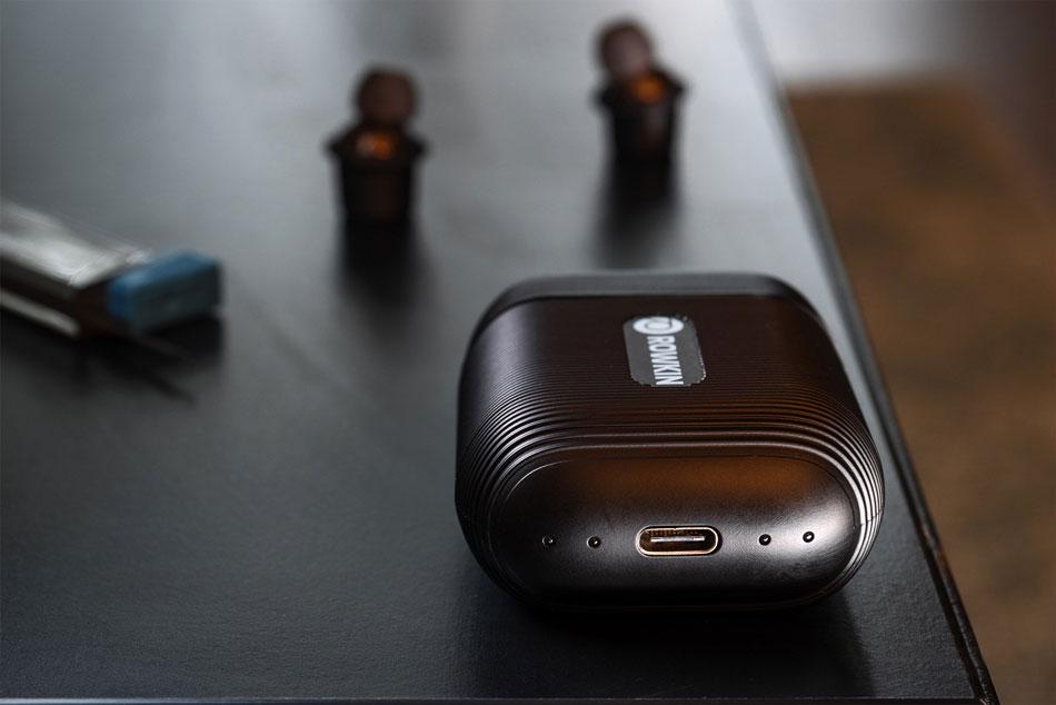Кейс для зарядки наушников Rowkin Ascent Micro