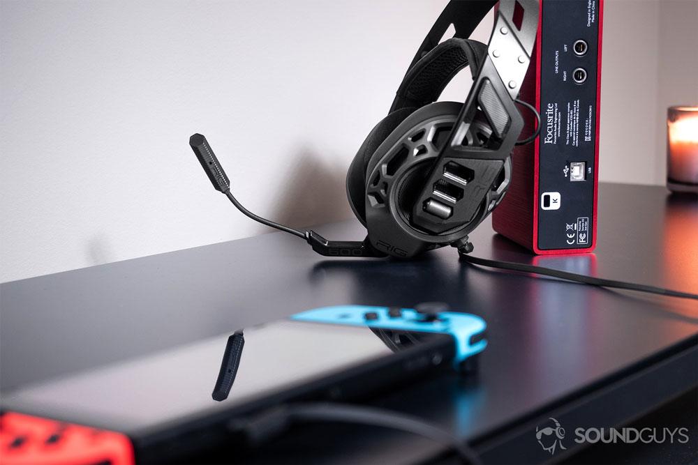 Гарнитура Plantronics Rig 500 Pro подключается к компьютеру, мобильным телефонам и игровым консолям