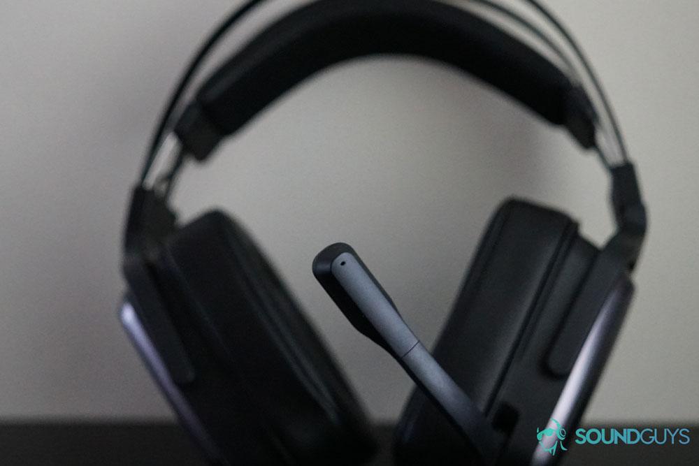 Микрофон наушников Tiamat 2.2 V2 опускается вниз и автоматически включается