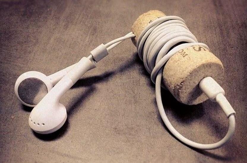 Как сложить наушники, чтобы провода не путались