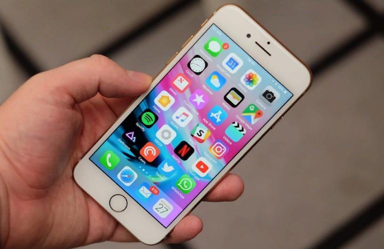 Скучный смартфон Apple перестал продаваться: что было не так с iPhone 8 Plus