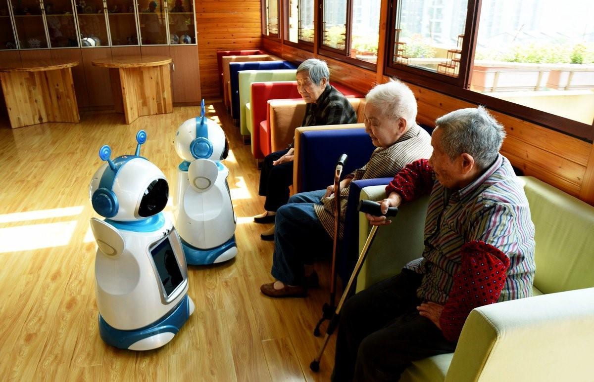 Умные технологии против сиделок, или как устройство способно помочь старикам