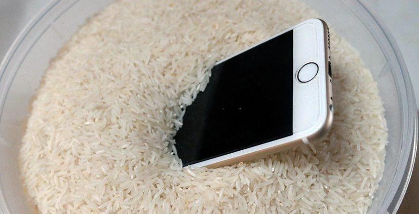 Что делать, если в динамик телефона попала вода