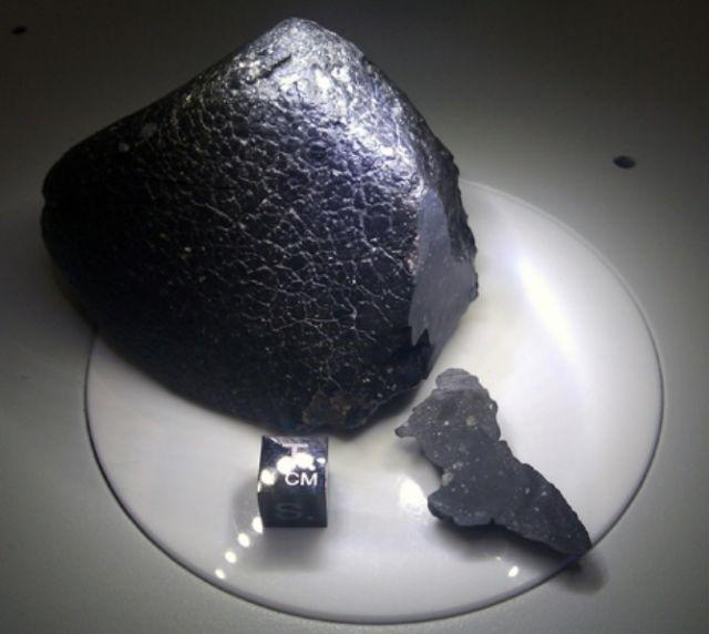 Метеорит с красной планеты – среднее между Землей и Марсом