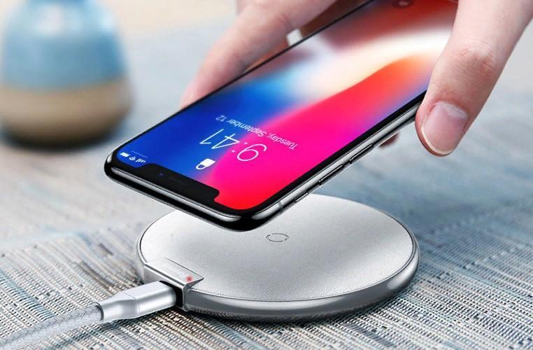 Быстрый износ: почему нельзя заряжать смартфон ночью