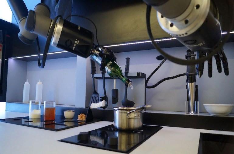 Робота–повара научили делать омлет