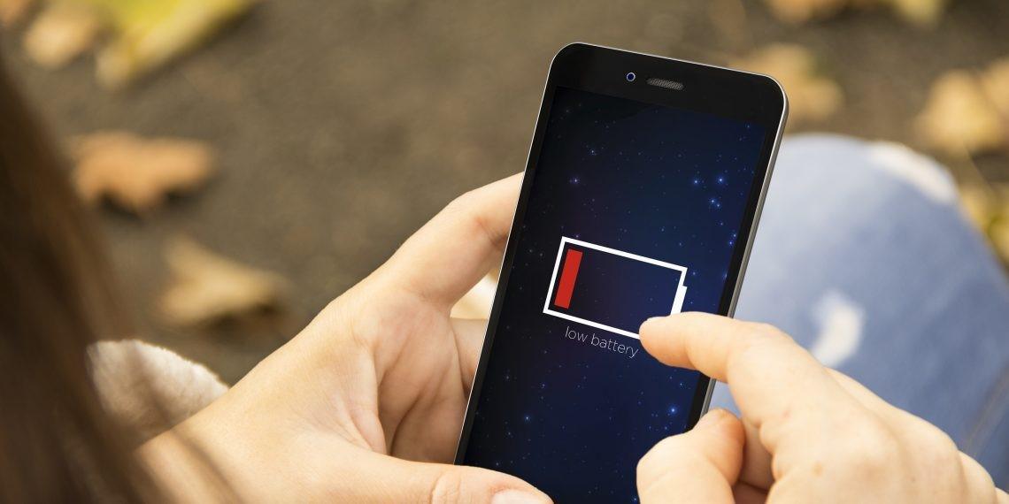 Заряжать смартфон надо правильно: мифы и правда об аккумуляторах