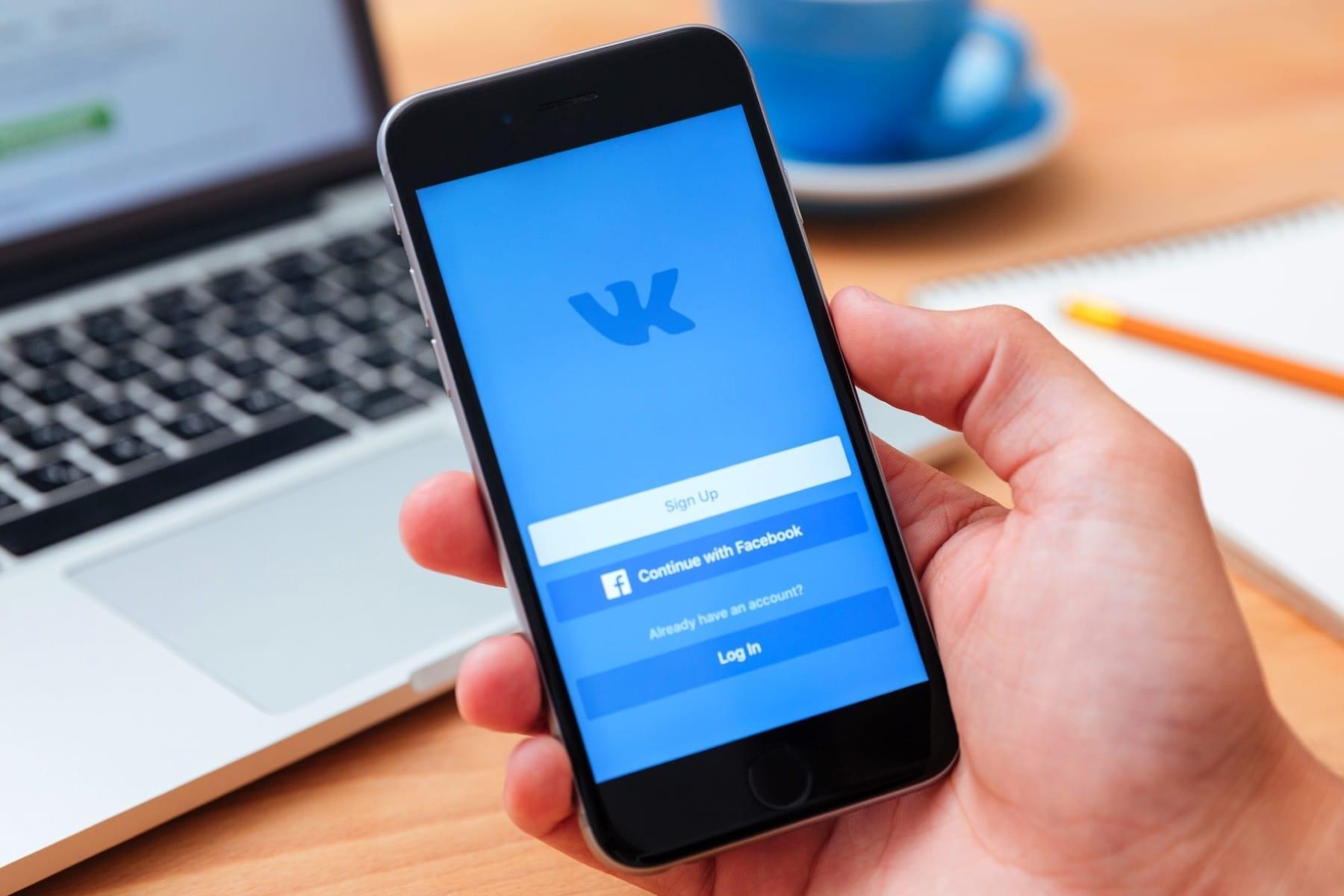 Можно ли с телефона посмотреть, кто заходит в гости на страницу ВКонтакте