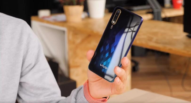 Какой смартфон лучше, с учётом камеры